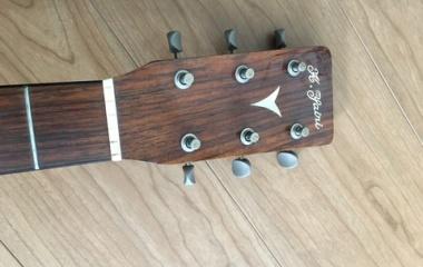 『アコースティックギターを聴くロック』の画像