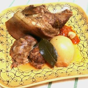 豚ちまき肉の赤ワイン煮込み
