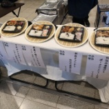 『【乃木坂46】なぜこの場所に!?w 本日の握手会場『お弁当屋さん』が出店していた模様wwwwww』の画像