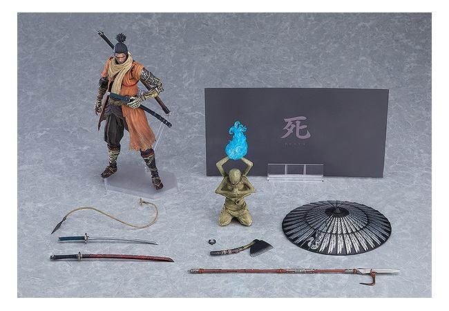 SEKIROの狼可動フィギュア、何か付属品がいっぱいある