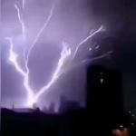 【動画】中国、天の怒りか?華中地域で一晩で14万回を超える「稲妻」が天を切り裂く [海外]