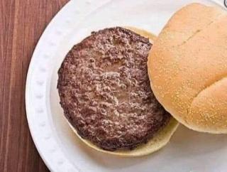 外国人「4つの具材でハンバーガーを美味くしろって言われたらどうする?」
