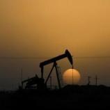 『原油価格が上がらず下がり続けている理由。ガソリン価格が安くなるのは嬉しいけど、エネルギー株保有している株主には地獄…』の画像