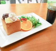 植田のお花カフェの名店カトニーで超厚切りトーストのモーニング/カトニー 本店