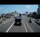 自転車嫌いのトラック運転手がロード乗りをガチで殺そうとしてる動画が話題に