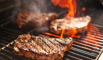 アメリカ人が焼く肉ってなんであんなに美味そうに見えるんだろ?