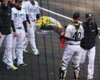 阪神・鶴岡、投手陣からめっちゃ愛されてた