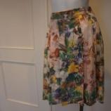 『B donna(ビドンナ)ボタニカルプリント スカート』の画像