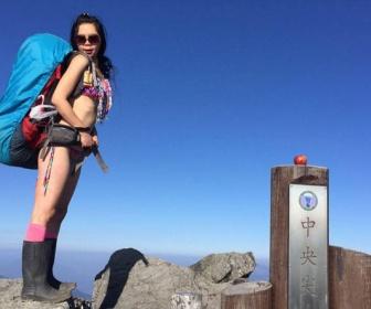 ビキニ姿で山に登った女が凍死