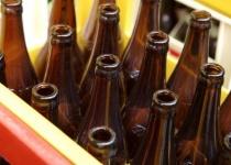 【生活】「ラベルが上」で大論争の瓶ビールの注ぎ方 実践ガイド