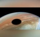 木星に浮かぶ巨大な「黒い円」発見、直径3540キロ