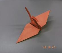『【モーニング娘。'19】佐藤優樹、オレンジ色の鶴を折り、永遠の相方をお祝いする』の画像