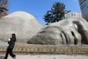 観光客を呼び込みたい!韓国の都市が造った巨大モニュメントが不評(ニュース動画あり) [03/17]