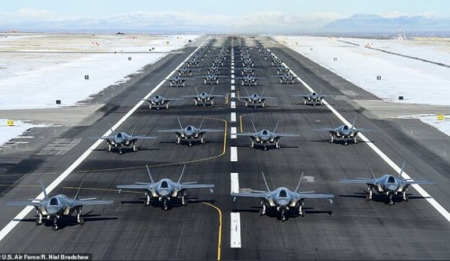 イランに警告するため52機のF35戦闘機が勢揃い(アメリカ人の反応)
