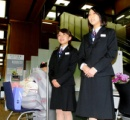 【画像】三菱東京UFJ銀行、5年ぶりに制服復活 やっぱOLは制服だよな