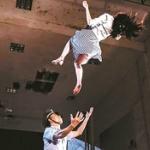【中国】飛び降り少女を警察官が素手でキャッチ!衝撃写真が出回るも何かおかしい? [海外]