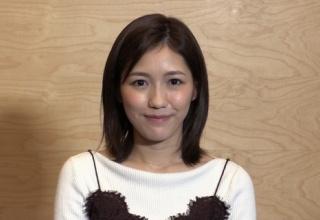 【AKB48】< 渡辺麻友>韓国俳優と記念撮影でポーズ…ミュージカルを堪能!