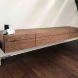 『壁掛TVボードの背に40ミリ穴施工』の画像