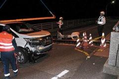 【画像有】橋の途中に20cmの段差!車が衝突して大破