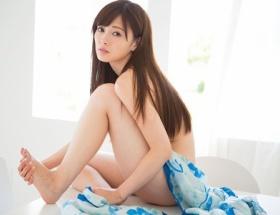 【乃木坂46】白石麻衣のセクシー写真集、予約で10万部突破 発売前なのに重版決定