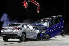 「軽自動車では助からない」は本当か?…ホンダがオフセット衝突実験を公開【動画】