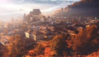 【癒やし画像】幻想的なまでに美しいドラキュラ伯爵の故郷