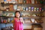 フェアトレードのお店『グリーンストーン』っていうオーガニックなお店がOPENしてて、子ども店長がおった!