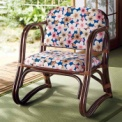 軽くて丈夫、持ち運びも楽な天然素材、籐を使用した座…