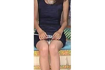 安田美沙子のモロに見せちゃうスケベなパンティー