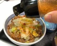 【悲報】吉野家の社長、とんでもない食い方をするwwwwwwwwwww