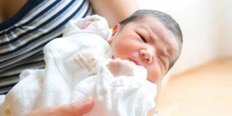 義両親が産後の疲れが取れてないのに孫に会いたいとうるさい。嫁の体調なんて奴らにはどうでもよくて、とにかくマゴマゴマゴなんだな
