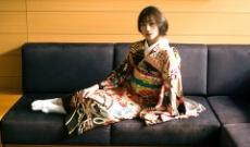 【日向坂46】佐々木美玲が魅せた大人の表情!艶やかな振袖姿の美麗カットを公開!