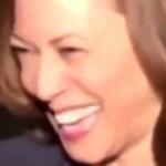 【動画】カマラ・ハリス米副大統領、記者にアフガンから米国民の避難について質問され大笑い!