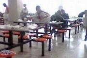 中国の学生の食事風景をご覧ください