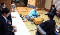 「第90期 棋聖戦五番勝負」に乃木坂46 向井葉月の姿を発見!