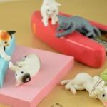 夢中になって遊んで「じゃれる猫」がミニチュアフィギュアになってガチャに登場!