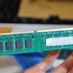 上司が新入社員のPCメモリ4GBで見積もり取っててワロタwwwww
