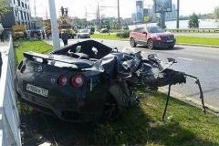 【事故動画】170㎞/hで電柱に突っ込む日産 GT-R、それでも運転手は軽傷