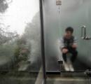 絶景を楽しめるガラス張り公衆トイレ (画像あり)
