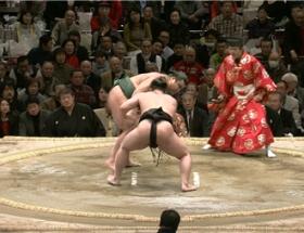 """相撲中継の""""ド真ん中""""に海老蔵"""