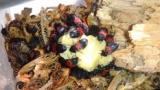【閲覧注意】ワイ虫好き、焼き芋をカツオブシムシたちと仲良く分け合って食べる(※画像あり)