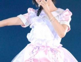 大人AKB塚本まり子(38)さんのミニスカ衣装wwwww