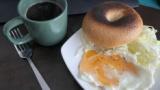 自炊ワイ、ビジホのビュッフェ風の優雅な朝食を作ってしまうwww(※画像あり)