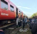 【英国】電車内で聖書の一節「死は終わりではない」を口にした男に乗客パニック 「テロだぁぁぁっ!」 ドアをこじ開け逃げ出す騒ぎに