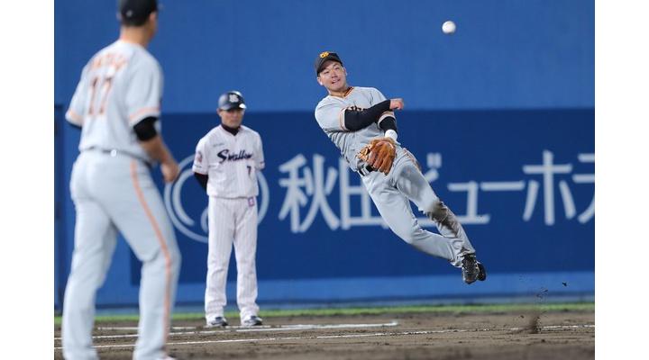 【 画像 】昨日の試合での巨人・山本のファインプレーのワンシーン・・・メチャクチャ飛んでる!