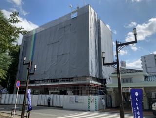 ときわ台駅北口に建設中のEQUiAに成城石井がオープンするみたい。