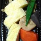 『お惣菜盛り合わせとカボチャのサラダ』の画像