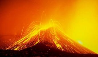 【画像あり】俺が地球で起こった噴火をやばい順に教えるスレ