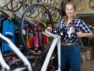 自転車屋の女の子がかわいい