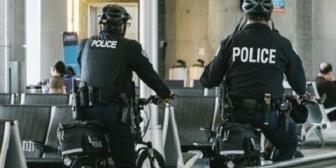 駅前で「ガチャーンがチャーン」と不穏な音が…スケボー。何はともあれ警察に通報。危なしね。